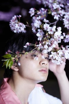 【ザテレビジョン芸能ニュース!】ダンスロックバンド・DISH//のボーカル&ギターを務め、また俳優として活躍する北村匠海の連載第56回、未公開ショット&メーキング動画を公開!! 東京の桜が終わる前に、撮影を行いました。夜桜の中でしっ...