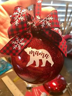 Rustic Diy Winter Ornaments Design Ideas - Happy Christmas - Noel 2020 ideas-Happy New Year-Christmas Vinyl Christmas Ornaments, Cricut Christmas Ideas, Christmas Design, Diy Christmas Gifts, Christmas Projects, Handmade Christmas, Holiday Crafts, Christmas Crafts, Christmas Bulbs
