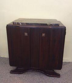 marmorikantinen yöpöytä . 2 kpl . korkeus 64cm . leveys 63cm . syvyys 35cm . @kooPernu