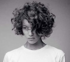 Short curly hair 2018 - New Hair Styles ideas Thick Curly Hair, Curly Hair Cuts, Wavy Hair, Curly Hair Styles, Fine Hair, Wavy Curls, Round Face Curly Hair, Curly Hair Bob Haircut, Medium Curls