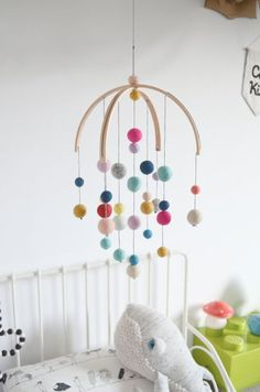 Baby mobile Mobile idea for a child in felt wool ball for a cheerful and cheerful nursery decoration Mobile Calm for dreamers consists of light wood hoops, 31 balls felted Diy Handmade Baby, Diy Baby, Etsy Handmade, Best Baby Mobile, Best Baby Cribs, Iphone Wallpaper Inspirational, Cool House Designs, Baby Accessories, Trendy Baby