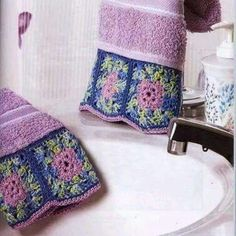 Crochet Potholder Patterns, Crochet Borders, Crochet Towel, Crochet Fabric, Crochet Home Decor, Crochet Crafts, Embroidered Towels, Hand Towels, Diy And Crafts