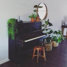MUSIC IS THE SOUND OF EMOTION  ------------------------------------------- ... en ik kan niet wachten om emotie in dit prachtexemplaar te leggen! En Jim ook niet; die kroop direct al met ziel en emotie achter de piano.  Wat vinden jullie van ons gerestylede hoekje? 2 foto's terug zie je hoe dit hoekje er bij on thuis hiervoor uitzag. We hebben gelukkig de ruimte; dit hoekje bevindt zich langs een lange vrij kale muur over de hele lengte van het huis tegenover de krijtbordmuur.  #interior…