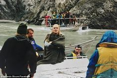 Dry as a bone: There was a shot of Bloom smiling beside a New Zealand river, shortly befor. Legolas And Gimli, Thranduil, Lotr Cast, Lotr Elves, Davy Jones, Jrr Tolkien, Orlando Bloom, Scene Photo, Middle Earth