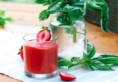 The Chalkboard Mag shares Julie Morris' summer-ready strawberry superfood smoothie with herbs and superfoods! Basil Smoothie Recipe, Easy Smoothie Recipes, Shake Recipes, Healthy Smoothies, Healthy Drinks, Superfood Smoothies, Green Smoothies, Avocado Shake, Dried Goji Berries