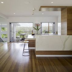 PEREGIAN BEACH  R E N O V A T I O N Kitchen with a view and beautiful finishes.  #DLC #design #construct #architecture #building #renovation #build #archdaily #queenslandarchitecture #home #house #marble #kitchen #view #timber  @lucasmurophotographert