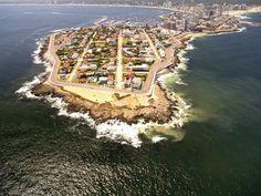 Punta del Este - Uruguay La costa está dividida en dos regiones: Brava y Mansa.  Una de las atracciones de Punta del Este es Casapueblo.