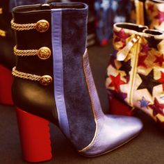 Bohemian chic with a rock 'n' roll edge Tommy Hilfiger Shop, Tommy Hilfiger Fashion, Walking Tall, Summer Sale, High Heels, Pumps, Chic, Boots, Sneakers