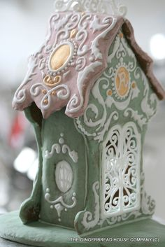 Filligree, rococo style gingerbread house by: https://www.facebook.com/gingerbreadhousecompany