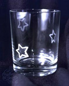 Ein weihnachtliches Glas #christmas #glas #craft #carved #star #diy #craft #dish #dishes #geschirr #gravieren #gift #idea #present