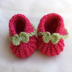 Crochet Baby Shoes, Crochet Slippers, Crochet Clothes, Knit Crochet, Crochet Hats, Baby Bootees, Little Cotton Rabbits, Baby Kind, Doll Shoes