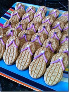 So cute for a beach/pool party!Nutter Butter Flip Flop Cookies by that girlthatquilt via thegardeningcook: Great for a luau or a pool party Nutter Butter, Peanut Butter, Moana Birthday Party, Luau Birthday, Birthday Ideas, Hawaiian Birthday, Moana Party, Purple Birthday, Birthday Cake