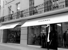 Excited, to see the new Chanel store on New Bond Street London. The interior is the brainchild of New York- based architect Peter Marino. French Luxury Brands, Chanel Store, Chanel Boutique, Chanel News, Chanel Chanel, New London, Shop House Plans, Boutique Stores, Shop Front Design