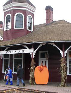 \seattle/halloween-train (for future reference) Halloween Train, Halloween Magic, Halloween Season, Train Activities, Autumn Activities, Railway Museum, Train Rides, Storytelling, Seattle Area