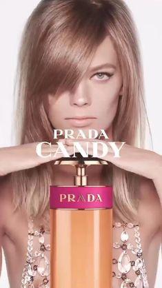 O queridinho #PradaCandy agora ganha uma nova versão tão poderosa e explosiva: o Prada Candy Night! A fragrância sensual e viciante tem a frescura de néroli e íris no topo, mas revela seu toque de chocolate e patchouli nas notas de fundo -- que dão o toque misterioso ao perfume. Encante-se! #prada #perfume