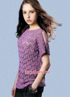 Para una niña. jersey de verano lila con un modelo semi-transparente de las hojas. croché