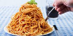 Zou het kunnen, spaghetti nog lekkerder maken? Volgens de Engelse supermarktketen Sainsbury's wel. Je bordje pasta zou onweerstaanbaar worden als je een theelepeltje van dit onverwachte ingrediënt door de saus mengt. Spaghettisaus met een geheim ingrediënt Sommige ingrediënten kunnen een gerecht helemaal ophalen. Dit is er ook zo eentje. Het klinkt misschien wat raar, maar…