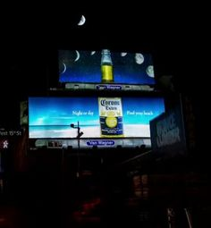 三日月がスライスしたライムに!? 月の満ち欠けを活かしたコロナの看板広告     AdGang