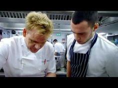 ▶ Gordon Ramsay Scallops on Cauliflower Puree - YouTube