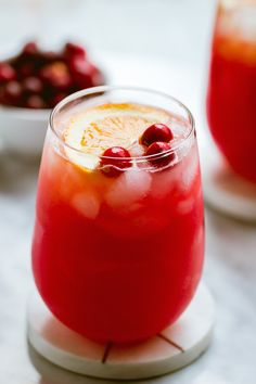 best gin cocktails Cranberry-Gin Cocktail Choose your own adventure with this delicious and easy cranberry-gin Holiday cocktail. A perfectly sweet holiday drink to make your gatheri Best Gin Cocktails, Gin Cocktail Recipes, Fruity Cocktails, Winter Cocktails, Christmas Cocktails, Easy Cocktails, Holiday Drinks, Thanksgiving Drinks, Cranberry Cocktail