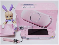 pink psp with lil anime fig Aesthetic Objects, Pink Aesthetic, Aesthetic Pics, Kawaii Games, Kawaii Bedroom, Custom Consoles, Nintendo Switch Accessories, Video Game Rooms, Game Room Design