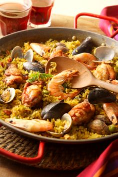 Spain's most famous dish, Paella is a concoction of rice, vegetables, beans, seafood and spices such as saffron. Rice Recipes, Dinner Recipes, Cooking Recipes, Healthy Recipes, Easy Recipes, Dinner Ideas, Healthy Food, Seafood Paella, Seafood Dishes
