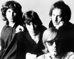 The Doors en 1968 : Jim Morrison, John Densmore, Robby Krieger et Ray Manzarek.