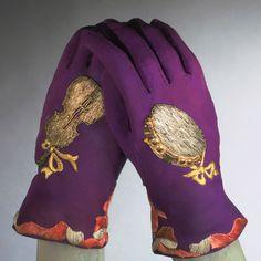 Silk crepe gloves by Elsa Schiaparelli, embroidered by Lesage, Fall Elsa Schiaparelli, 1930s Fashion, Vintage Fashion, Mode Bizarre, Vintage Outfits, Vintage Clothing, Vintage Gloves, 20th Century Fashion, Lesage