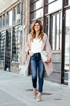 casual spring transition look, laid back cardigan, white topshop camisole, rolled up jeans, marc fisher wedges, casual spring outfit