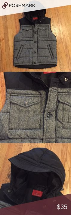 EUC Zara Man tweed & nylon hooded puffer vest Super versatile puffer vest from Zara man Front black/gray tweed panel and black nylon hood & back. Sweater cuff around neck, zippered side pockets  Center zipper with button placket, too Adjustable toggles around hood for a tighter fit around face  EUC, worn only once/twice Zara Jackets & Coats Vests