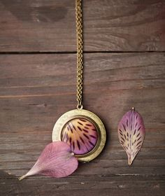 Wild Orchid locket necklace - Photo holder - Alstromeria - Bloom collection by BeautySpot (L016)