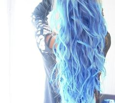 Very beautiful shade of blue! Loving the pastel colours in hair