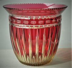 Vase Modèle D du Val Saint Lambert - Cristal Topaze doublé rouge - Hauteur: 15 cm Diamètre: 16 cm. 1930-1935.