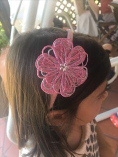 Cerchietto bimba con fiori in gomma crepla Shots Ideas, Big Shot, Hama Beads, Hair Pins, Aurora, Handmade, Head Bands, Key Fobs, Hair Bows