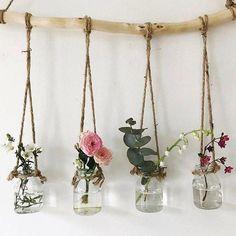 Love fills these dinky little vases . :) x - Diy living room .-Liebe füllt diese dinky kleinen Vasen … 🙂 x – Diy Wohnzimmer – Dekoration Selber Machen Love fills these dinky little vases … 🙂 x – Diy living room - Diy Casa, Creation Deco, Deco Floral, Plant Decor, Plant Wall Diy, Diy Wall Art, Plant Hanger, Diy Room Decor, Flower Room Decor