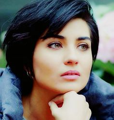 La hermosa actriz turca  Tuba Büyüküstün.