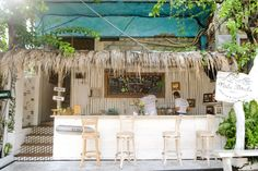 16 Most Instagrammable Places To Eat In Bali | Explore Shaw Pub Design, Coffee Shop Design, Shop Interior Design, Restaurant Design, Surf Cafe, Beach Cafe, Kuta, Mini Cafe, Ubud