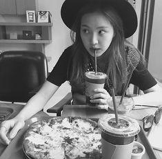 APink Naeun reveals her equally pretty sister South Korean Food, Korean Street Food, Kimchi Recipe, Apink Naeun, Son Na Eun, Korean Dessert, Food Photography Tips, Uzzlang Girl, Soul Food