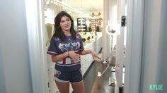 Kylie Jenner unveils wig collection during video tour of her glam room Estilo Kardashian, Kardashian Jenner, Kylie Jenner House, Kendall Jenner, Life Of Kylie, Closet Tour, Glam Room, Jenner Style, Victoria Secret Fashion Show
