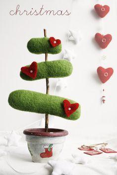Deco Christmas Tree by moloco penso em fazer na tampinha de sabao liquido o vaso