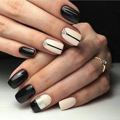 Looking for easy nail art ideas for short nails? Look no further here are are quick and easy nail art ideas for short nails. Two Color Nails, Nail Colors, Creative Nail Designs, Best Nail Art Designs, Black Nail Art, Black Nails, Easy Nail Art, Cool Nail Art, Nail Art Design Gallery