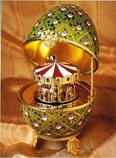 ♫ Caixa de Música - Ovo Fabergé - Peter Carl Fabergé - 1846/1920 - Joalheiro russo.