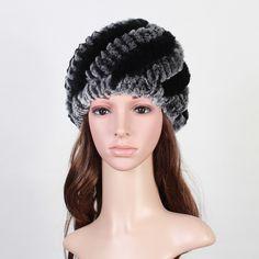 Handmade Reale della Pelliccia Del Coniglio delle Donne Russe Skullies  Berretti Cappelli Donna Inverno Caldo della 7827c4b754cc