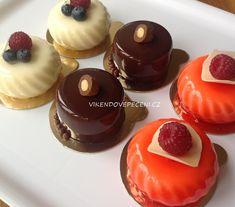 Smetanové dortíky s malinovým středem - Víkendové pečení Mousse Cake, Mini Cakes, Panna Cotta, Cheesecake, Dessert Recipes, Food And Drink, Cupcakes, Ethnic Recipes, Mascarpone