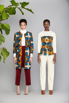 Dearest Lovebirds, What a way to style yourselves with Kente combined with Velvet? Have you seen people dress gorgeously with Kente and Velvet? Trust us, we know what makes you look cute. African Inspired Fashion, African Print Fashion, Africa Fashion, Ethnic Fashion, Fashion Prints, African Dresses For Women, African Attire, African Wear, African Women