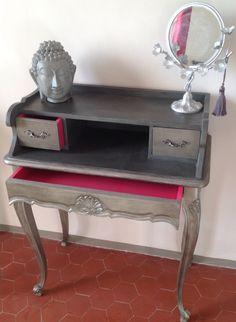 Secrétaire/coiffeuse Louis XV merisier relooke anthracite métal, fuchsia pour les tiroirs