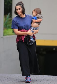 51191128 'Wayward Pines' actress Shannyn Sossamon leaving her Vancouver, Canada hotel with her son Mortimer on August FameFlynet, Inc - Beverly Hills, CA, USA - Shannyn Sossamon, Days Out, Beverly Hills, Vancouver, Sons, Actresses, Fashion, Female Actresses, Moda