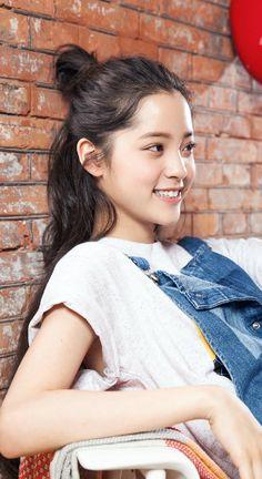 Âu Dương Na Na vốn nổi lên là nghệ sĩ đang violoncello và tác giả sách. Sau khi nổi tiếng cô mới gia nhập ngành giải trí vì thử sức với vai trò diễn viên.