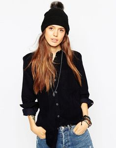 €20, Gorro Negro de Asos. De Asos. Detalles: https://lookastic.com/women/shop_items/343421/redirect