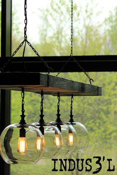 Beautiful Reclaimed Wood Beam Chandelier with burned wood, black sockets & chains with 4 clear glass globes. Rustic Lighting, Industrial Lighting, Industrial Style, Industrial Vintage, Globe Chandelier, Chandelier Lighting, Lustre Globe, Lustre Vintage, Rustic Industrial Furniture